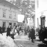 Klokkertunet i Kil etter travkjøring på Kilsfjorden 1947.