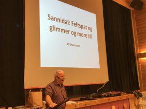 Alf Olav Larsen kåserer om feltspat og glimmergruvene i Sannidal